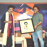"Cartoonist Nituparna Rajbongshi – Presenting a cartoon to the famous singer, songwriter and composer of  ""Bangla Jibonmukhi"" genre of Music Nachiketa Chakraborty"